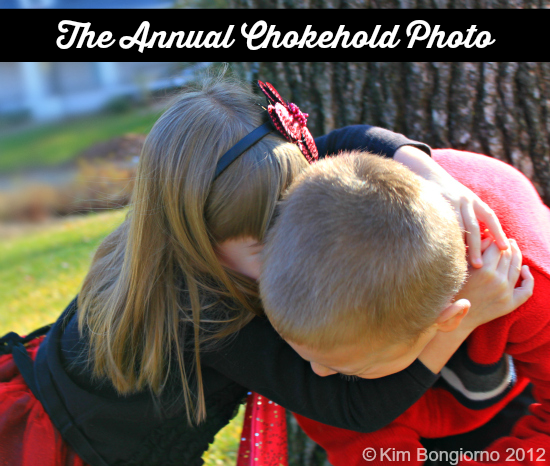 12 holiday photo card tips from a mom who has been there far too many times like The Annual Chokehold Photo via @letmestart